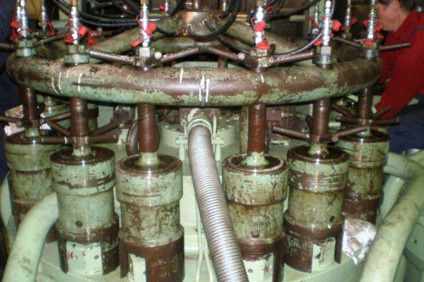 moteur-principal-2E21F0422-7B23-5BC3-8FC8-8795CA8B4A10.jpg