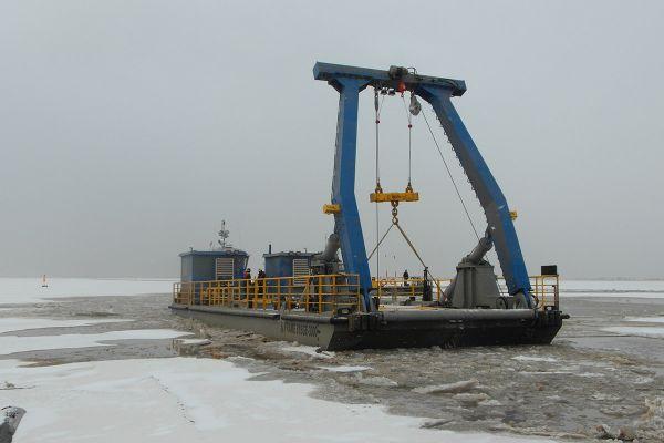 barge-portique-1E021BF2F-61FD-AE28-83F9-BD2340EDB3C1.jpg