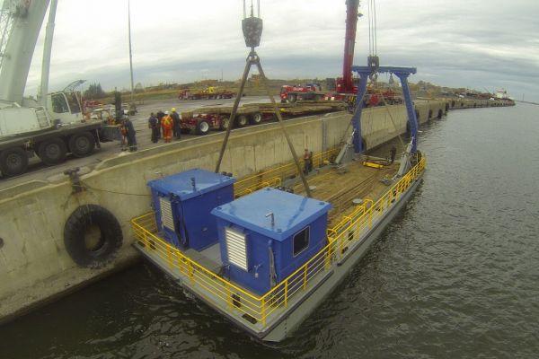 barge-portique-2F3488882-6520-F4F8-C77D-4A1845277759.jpg